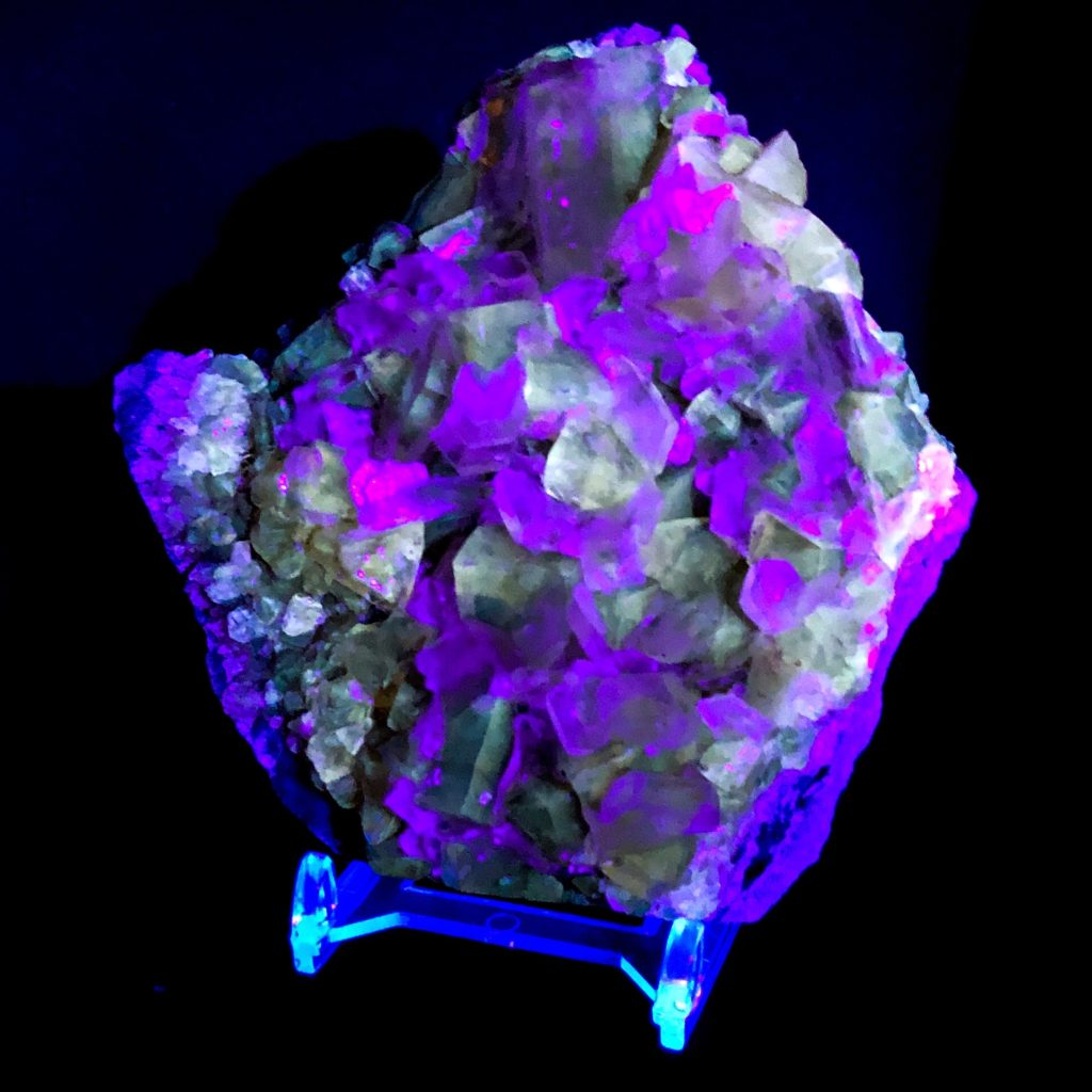 Golden Calcite in UV